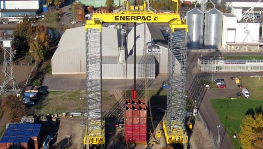 Позиционирование тяжеловесных металлоконструкций с помощью гидравлики Enerpac