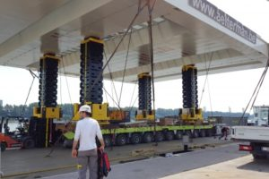 Замена настила моста в порту Антверпена с использованием подъемной системы