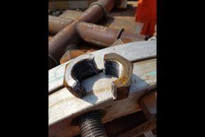 Безопасное удаление ржавых гаек с использованием гидравлического гайкореза 4