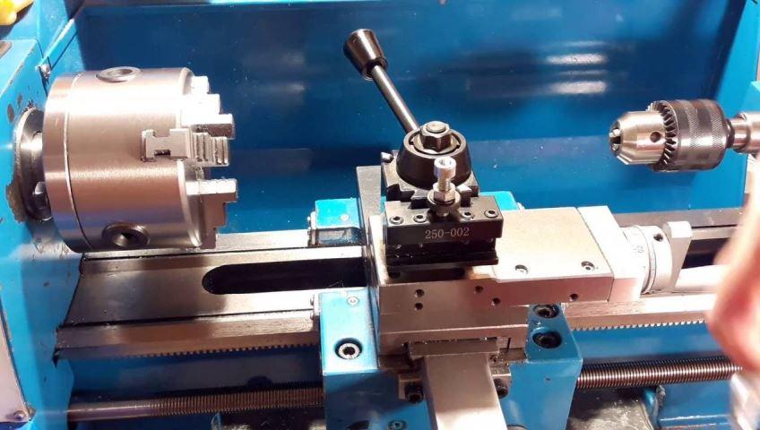Предназначение и разновидности резцедержателей металлообрабатывающего станка
